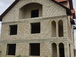 Se vinde Casă cu 3 nivele  s. Cosnita r. Dubăsari