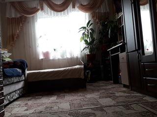 Skimb cameră în cămin pe casă la sol ...sau apartament.