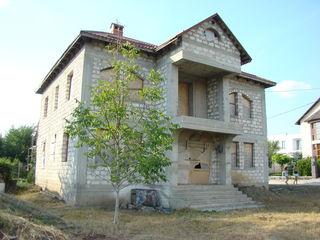 Gratiești - casă de 240 mp cu 6 ari la 80000 €!