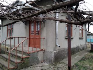 Продается дом 3 комнаты + кухня 50 кв. м.  6 соток , сарай, паровое отопление, вторая линия асфальти