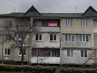 Apartament cu 3 odai in sat. Peresecina.