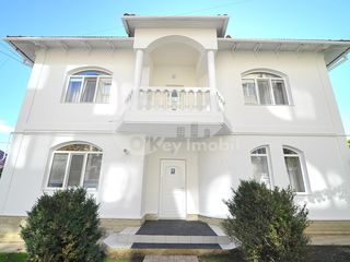 Casa cu 2 nivele, Centru, reparație euro, 220 mp, 1300 € !