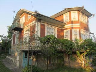 Продаю 2-ух этажный дом с мансардой 182кв.м. на 17 соток земли в с. София Дрокиевского р-на