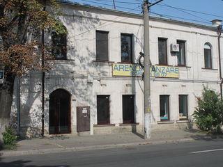 Centru, str. Bucuresti, 100 m2, prima linie