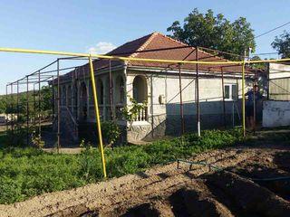 Vind sau schimb casa in satul Mereni