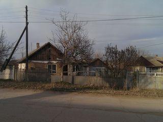 Продам дом на 13 сотках кетросу (учхоз) возле примэрии . срочно 12000 евро.