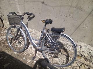 Vind bicicleta  la un cumparator real mai cedez pentru scaun