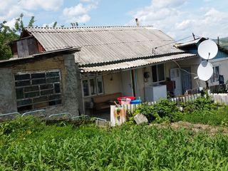 Se vinde casă de locuit cu teren aferent  în centru Mun. Strășeni, schimb pe automobil și bani.