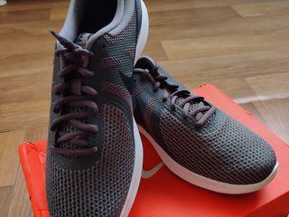 Продам оригинальные кроссовки Nike Revolution 4 Mens  абсолютно новые, 44-44,5 наш размер.