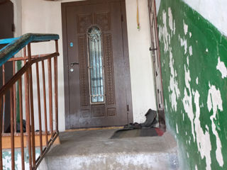 Vînd apartament fara reparatie. Sau schimb pe  automobil