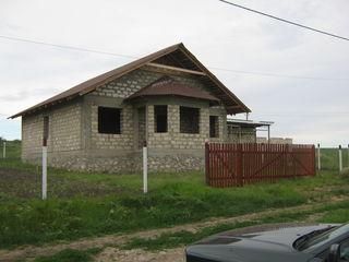 Casă nouă și rezistentă la 14 km de Chișinău