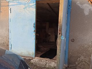 """Vând garaj in spatele fostului market """"gastronom"""""""