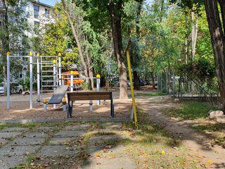 Продаем 2-х комнатную квартиру на Рышкановке идеальное месторасположение 50 м до Парка афганцев