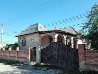Срочно! 1-этажный дом на 6-ти сотках в г. Яловень по ул. К. Стамати. Цена: 35 000 евро.