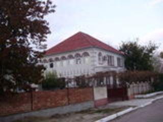 Продаю дом в центре Суворова 27 . евроремонт. мебель.+ дом с двумя комнатами, евроремонтом+гараж .