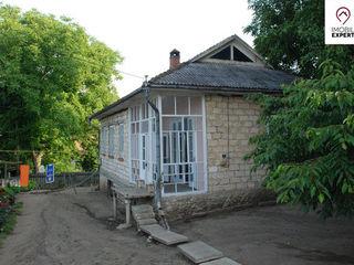 or. Straseni, casa buna - 150 m2 si teren 10 ari.