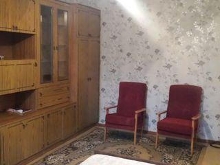 Se da in chirie 1 camera in apartament cu 3 camere. 80 euro.la dacia.botanica.