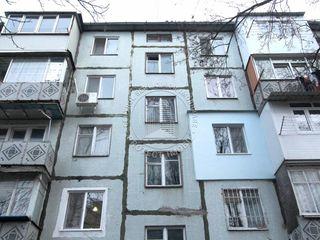 Apartament cu 4 Camere, etajul 2/5 Mijloc.Buiucani str Alexandru Marinescu.
