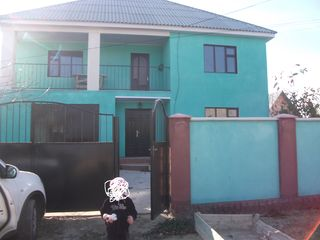 Schimb casa din Uhghen 200m p. pe teren de constructie,pe casa si pe spatiu comercial in Chisinau