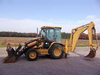Prestam servicii cu mecanisme:  excavator, miniîncărcător Bobcat, Kamaz, compactor