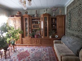 1 этажный дом,140 м2 на 9 сотках , г. Глодяны , ул. Молдова 37 , асфальтированная дорога