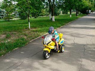 Vind motocicleta,  stare foarte buna.