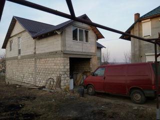 doua case intr-o ograda