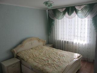 Продается 2-ух комн. квартира 57кв.м. и капитальный гараж в г. Яловены 1км. от Кишинева