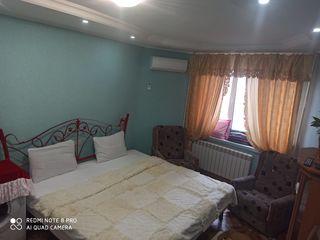 В центре, евроремонт, не дорого, большая кровать.