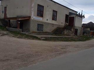 vând cladirea fostului magazin în s. Peresecina