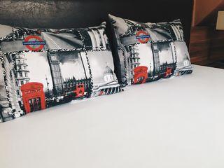 Подушки с чехлами на молнии (размер 50*70). 150 лей/штука  . Новые!