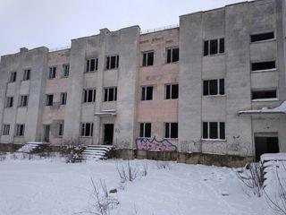 Бричаны Ценр Недострой 3-х эт здание 4500м. 70 сот. 120000е