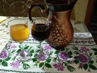 Vindem vin de casa - alb- rosu- 10 lei./lit