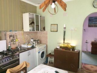 Дом на земле котельцовый, 3 комн. большой салон, ванная, туалет, гараж  60000 евро