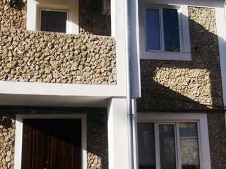 Casa la buiucani, curte mare , garaj., incalzire autonoma 650 euro