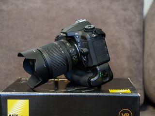 Nikon D7100 + Obiectiv Nikkor 18-105 VR + Battery Grip