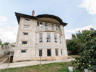 Casă cu 2 nivele, 235 mp, cotileț și cărămidă roșie, Telecentru, 80000 € !