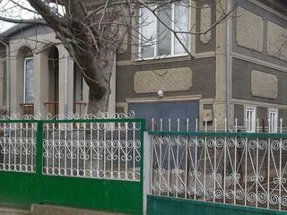 Vind casa cu 1.5 etaje in stare buna in oraselu glodeni la pretu de 23800 euro sau schimb,propuneti