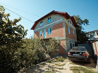 Casa cu 3 nivele in or. Ialoveni, varianta sura, garaj, loc de parcare, 140 m.p.! 56 000 €