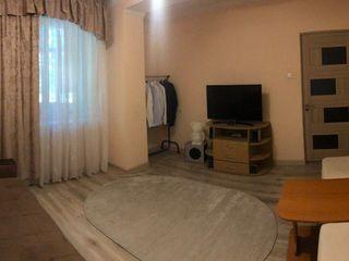 Calea Iesilor! Apartament cu 2 odai, mobilat, euroreparatie!  33 900 €
