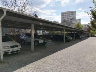 Locuri de parcare cu acoperiș