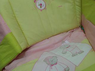 Продаются: комплект постельного белья, балдахин, матрас.