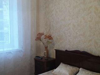 Сдается 2-х комнатная квартира в центре Рышкановки.