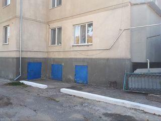 Apartament 3 odăi .garaj cu construcție de trai,beci mare, in vinzare urgent!!!! ialoveni.