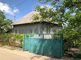 Casa in 2 nivele la 15 min de Chisinau cu o priveliste superba si 2 iazuri mari in preajma