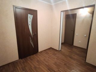 Se vinde apartament 2 camere ( de mijloc ) sectorul Buiucani, bd. Alba Iulia