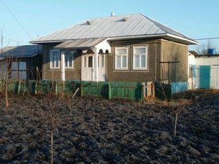 Urgent...Vind casa in satul Colicauti, pretul negociabil 8500euro