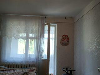 Ofer apartament în chirie pentru o fată