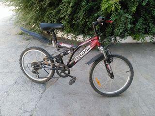 Vind bicicleta cu viteze pentru copil8-10 ani stare foarte buna 1200 lei