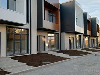"""""""Cottage Residence"""" vânzare townhouse și apartamente de la 550 € / m.p."""